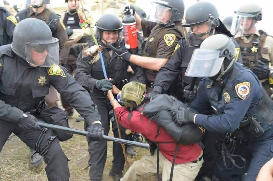 sioux_protest_police_attack